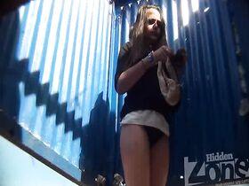 Скрытая камера в пляжных кабинках