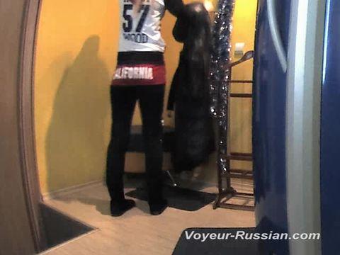 Подглядывание в душевых кабинах, смотреть русское порно жена изменяет пьяному мужу