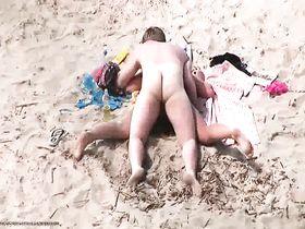 Красивый секс на пляжах россии подсматривать
