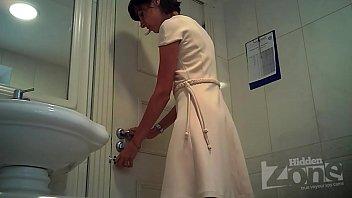 Порно видеокамера туалете у учительниц