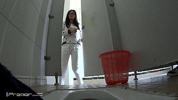 porno-skritie-kameri-pisayushih-studentok-parandzhe