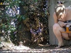 Подсмотренный секс в лесу на скрытую камеру