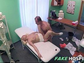 Порноролики скрытая камера в пляжной кабинет