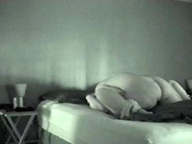 Отлизал порево с соседкой на кроватке видео скрытой камерой русское